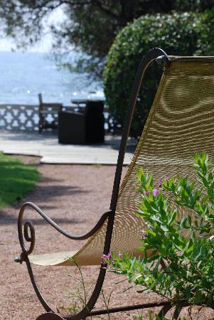La Villa Mauresque: Une chaise longue regarde la mer