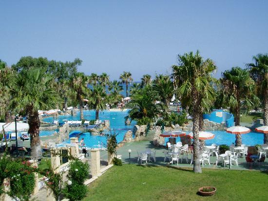 Hotel Club Plaia d'Himera : vue sur la piscine lagon