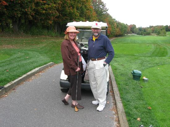 Monastery Bed & Breakfast: The host & hostess ready to tee off