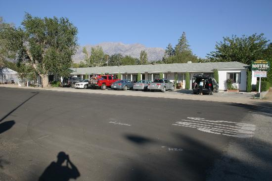 Ray's Den Motel (US 395 is on the right)
