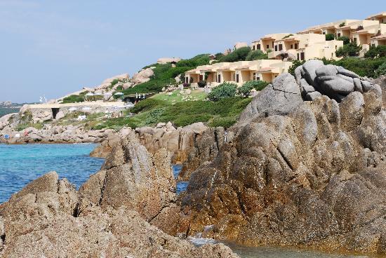 Club Esse Shardana : hotel visto dalla spiaggia