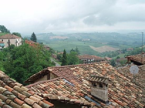 Monforte d'Alba, Italien: View from balcony