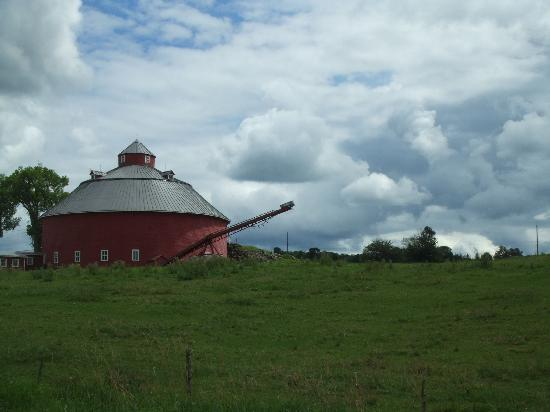 Auberge West Brome: one of many round barns