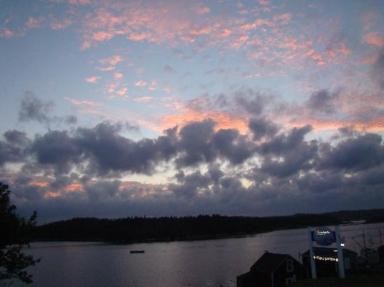 West Dover Harbour View Cottages & Guestrooms: sunrise from veranda