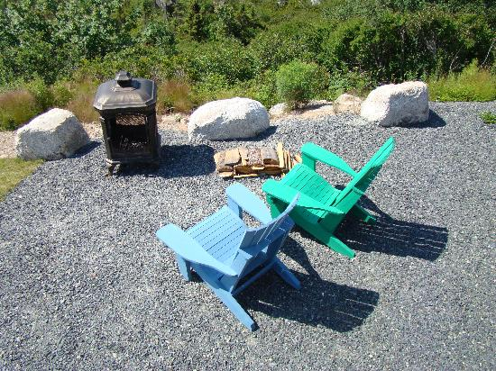 West Dover Harbour View Cottages & Guestrooms: private firepit seating