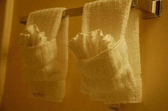 TownePlace Suites Denver Tech Center: Ruffled towel arrangements