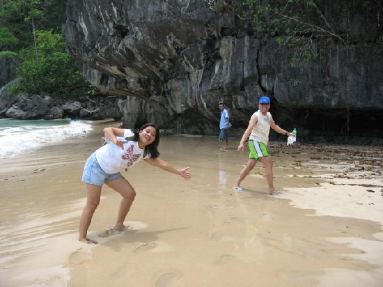 Daluyon Beach and Mountain Resort: Do the monkey trail to get to the underground river, great exercise, hehehehehe