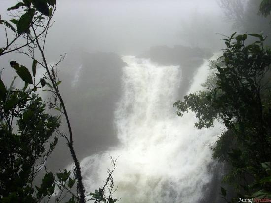 Karnataka, India: Goodanana Gundi water falls