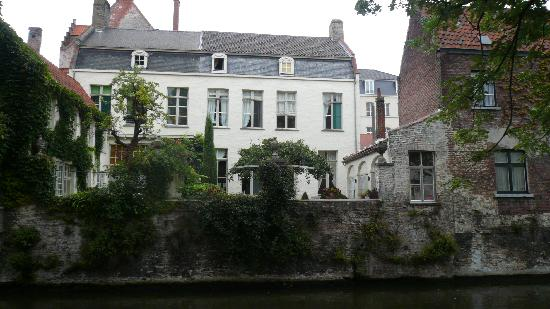 Cote Canal: View of Hotel