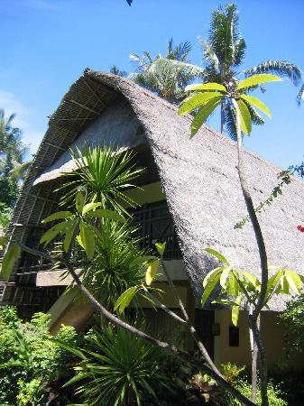 Peneeda View Beach Hotel : Bungalow contenant 2 chambres avec salle de bain (une au rez, une à l'étage)