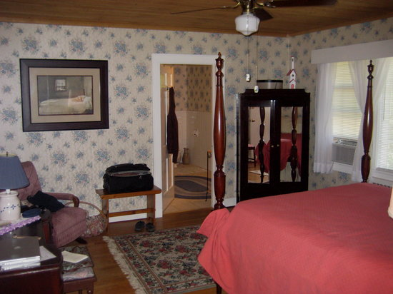 Spruce Pine, NC: Lovely big room on 2nd floor