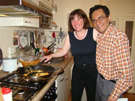 Suite 259: Aziz teaching his cooking secrets!