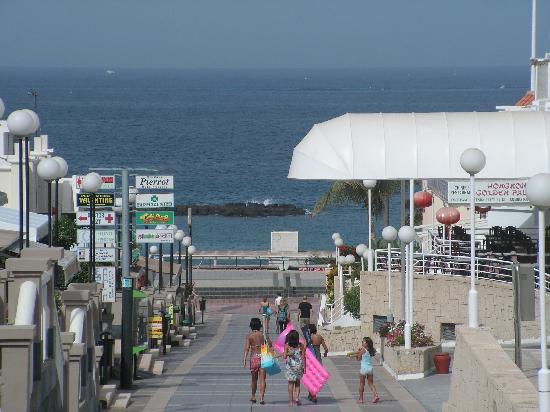 Hotel Isabel: commerces et plage à 10 mn