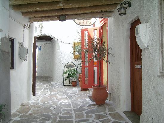 Sagterra Studios: street in old town, Chora