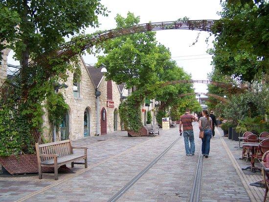 Adagio Paris Bercy Village: Bercy Village