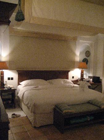 Jumeirah Dar Al Masyaf at Madinat Jumeirah: Very comfortable, king-sized bed