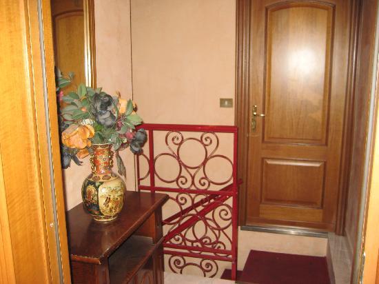 Hotel Oriente: Kleiner Flur, oben