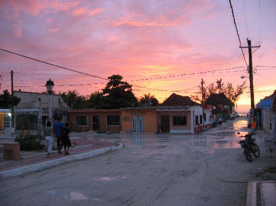 Holbox Hotel Casa las Tortugas - Petit Beach Hotel & Spa: Atardecer despues de la lluvia