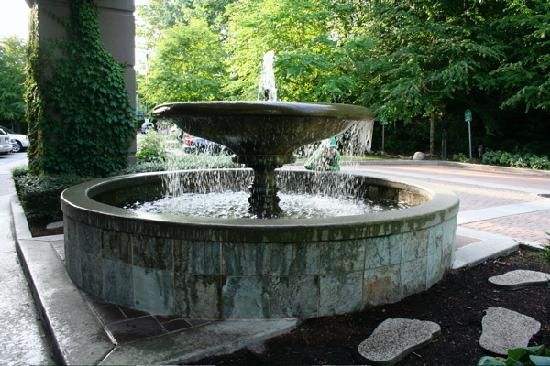 Holiday Inn Hotel & Suites North Vancouver: The fountain