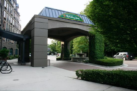 Holiday Inn Hotel & Suites North Vancouver: The entrance area