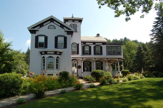 Seasons Bed & Breakfast: Seasons Bed and Breakfast