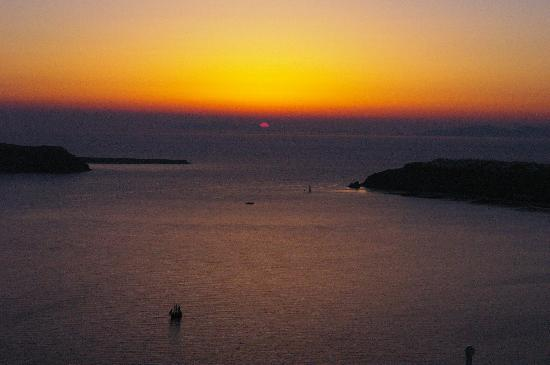 Grace Santorini Hotel: SUNSET VIEW FROM OUR ROOM!