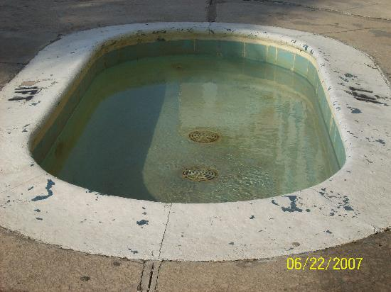 Beachwalk Motel: kiddie pool