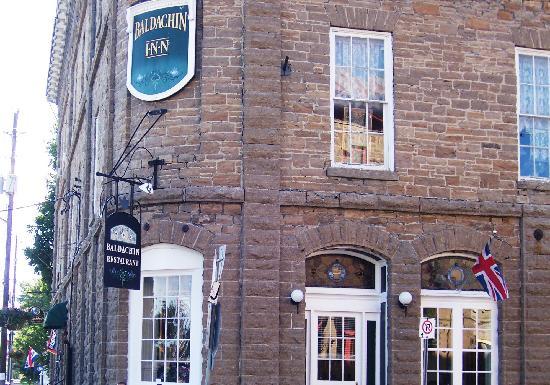 Baldachin Inn: Located on the corner of the street