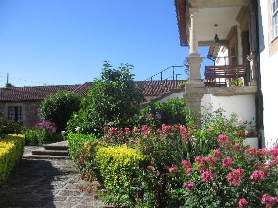 Quinta De Santa Comba: Quinta - flowers everywhere