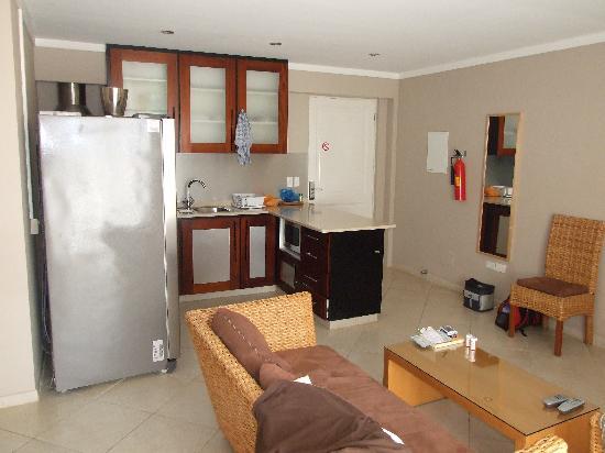 Den Laman Condominium: Kitchen