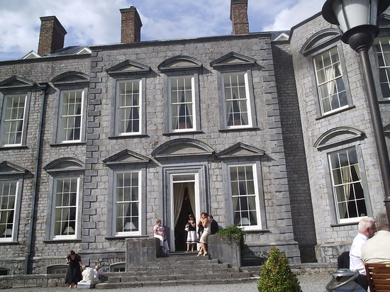 Castle Durrow: Hotel from back