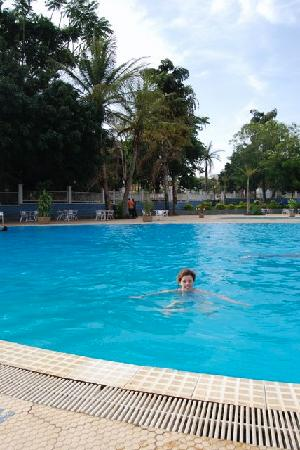Imperial Resort Beach Hotel: The Beach Resort Hotel outdoor pool on the bank of lake victoria