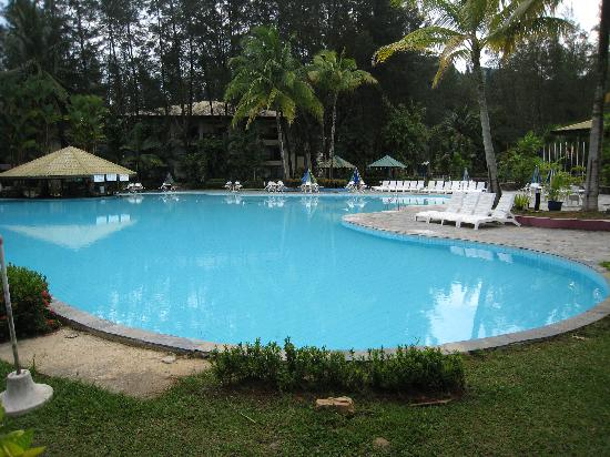 One Hotel Santubong: really large clean pool