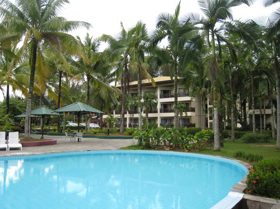 One Hotel Santubong: more pool