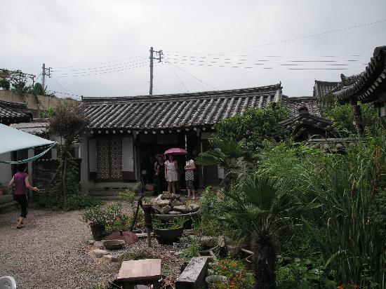 Sa Rang Chae Guesthouse: Inner courtyard