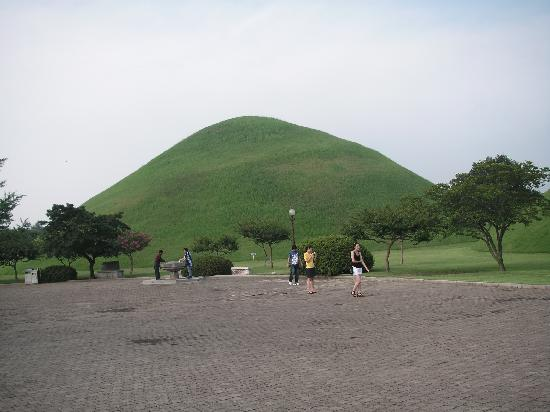 Sa Rang Chae Guesthouse: Ancient burial mounds