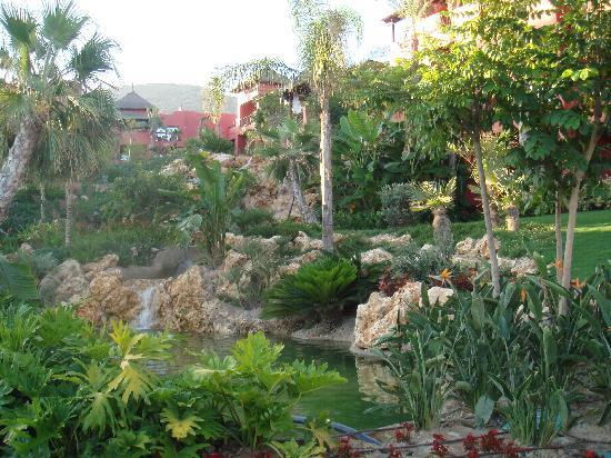 Barcelo Asia Gardens Hotel & Thai Spa: Garden view....