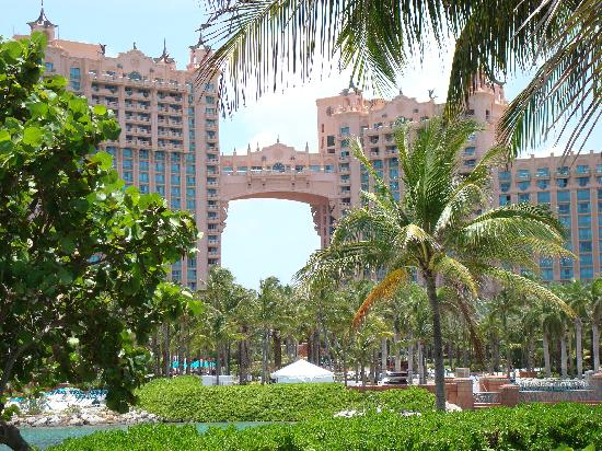 The Reef Atlantis, Autograph Collection: the view of the hotel from the beach
