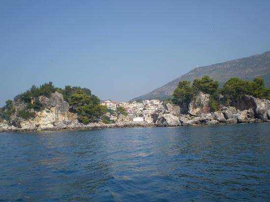 Rezi Hotel: Parga by day looking west
