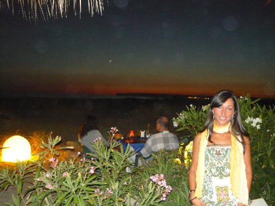 Hotel Pozo del Duque: Paseo por la noche por la playa