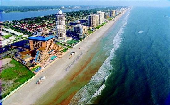 Beach at Daytona Beach: Shorelilne along Daytona Beach Shores