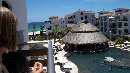 Cabo Azul Resort: Another view from our patio.  Ocean/Swim-up bar