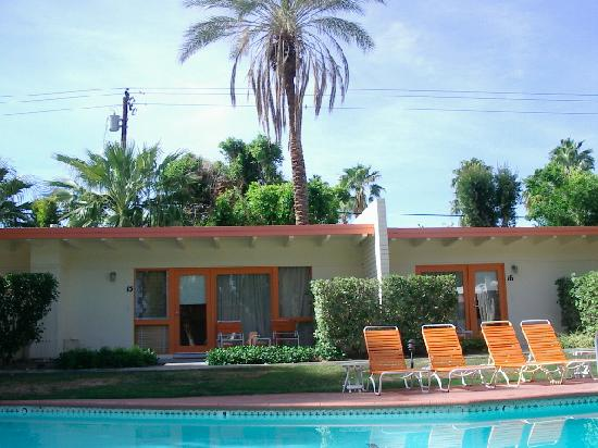 Mojave Resort: Poolside rooms