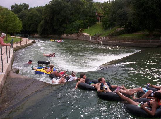 The Resort at Schlitterbahn: Tubers going over the dam to the rapids