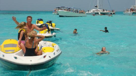 Fat Fish Adventures: Jet boat and Jet Skis at Stingray City