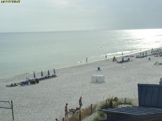 Bikini Beach Resort Motel: the view from our 4th floor balcony
