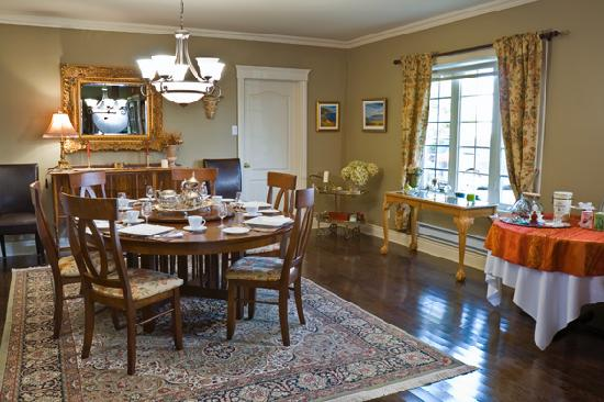 La Bullerie : Nicely furnished dinning room