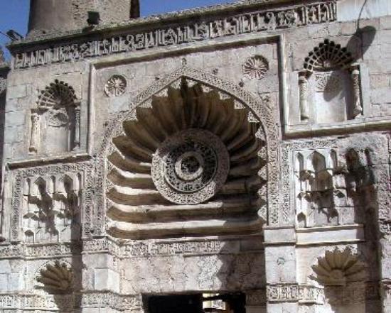 Al Aqmar Mosque - Facade