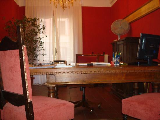 Hotel Foro Romano Imperatori : recepcion