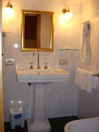 Hotel Foro Romano Imperatori : baño